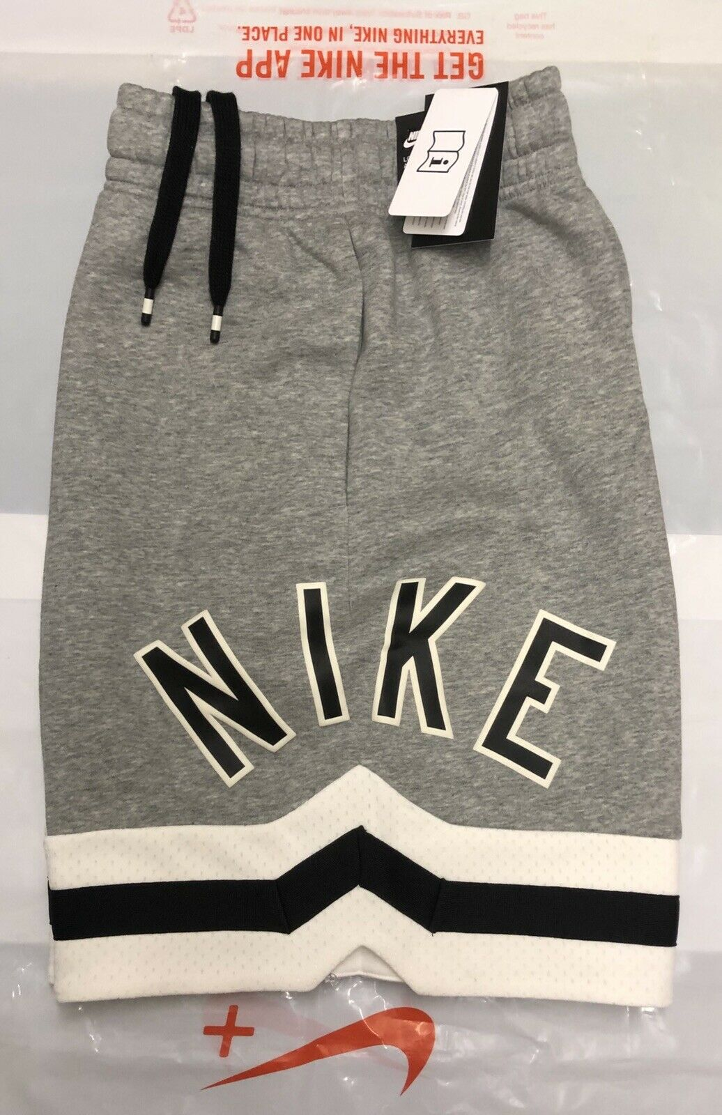 NIKE AIR BOYS FLEECE SHORTS BRAND NEW WITH TAGS SIZE YOUTH MEDIUM (10-12 Years)