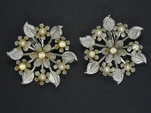 RARE-60-039-s-CORO-INTRICATE-FLORAL-JEWELED-FAUX-PEARL-EARRINGS-2-034
