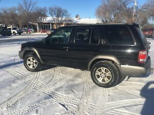 2000 Nissan pathfinder 4WD- One owner-