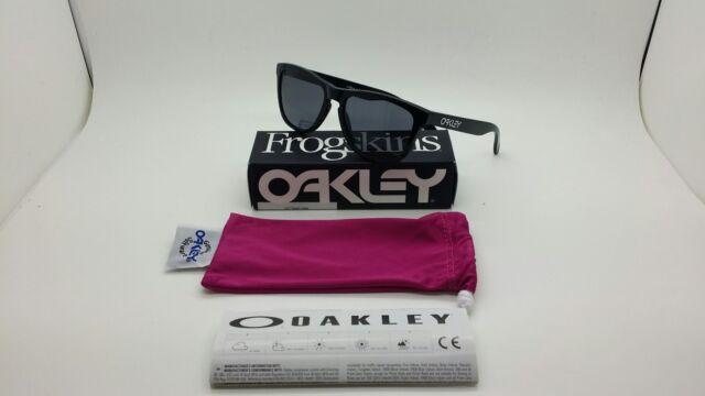 Oakley Frogskins 9013 colore 24-306 occhiale da sole nuovo lente grey