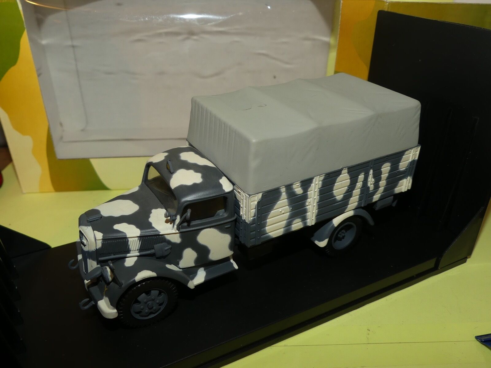 OPEL BLITZ TROOP CARRIER WHERMACHT RUSSIA 1943 MILITAIRE VICTORIA R021 1 43
