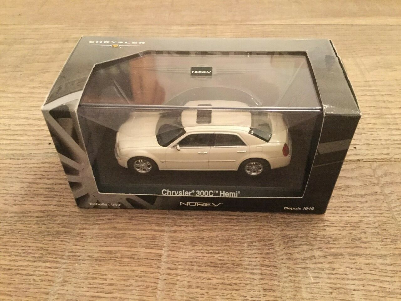 Norev 1 43 Chrysler 300 C Cool Vanilla n° 940010 very nice and exclusive
