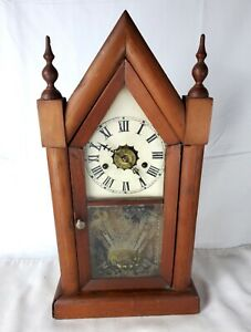 Early-20th-Century-Chalet-Style-8-Day-Wind-Up-Mantle-Clock-FOR-PARTS-or-REPAIR