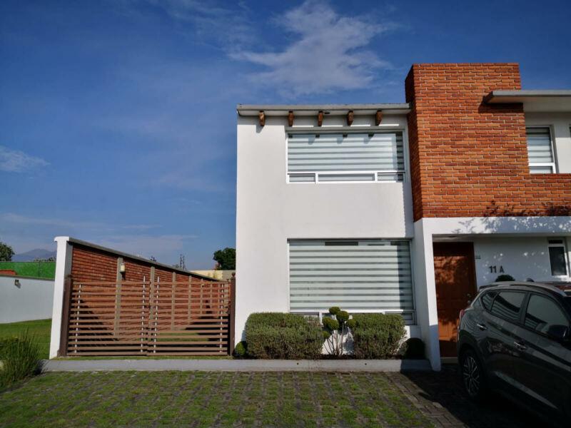 BONITA CASA EN RENTA CON EXTENSO JARDIN Y EXCLUSIVO RESIDENCIAL