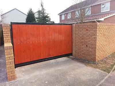 CANTILEVER WOODEN SLIDING GATE - AUTOMATED