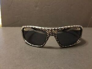 sunglasses-Arnette-Hot-Shot-in-carbon-fiber