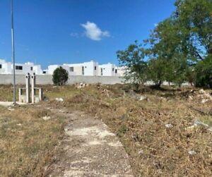 Terrenos adyacentes en Residencial Conkal 68, ideales para Townhouses o departamentos.