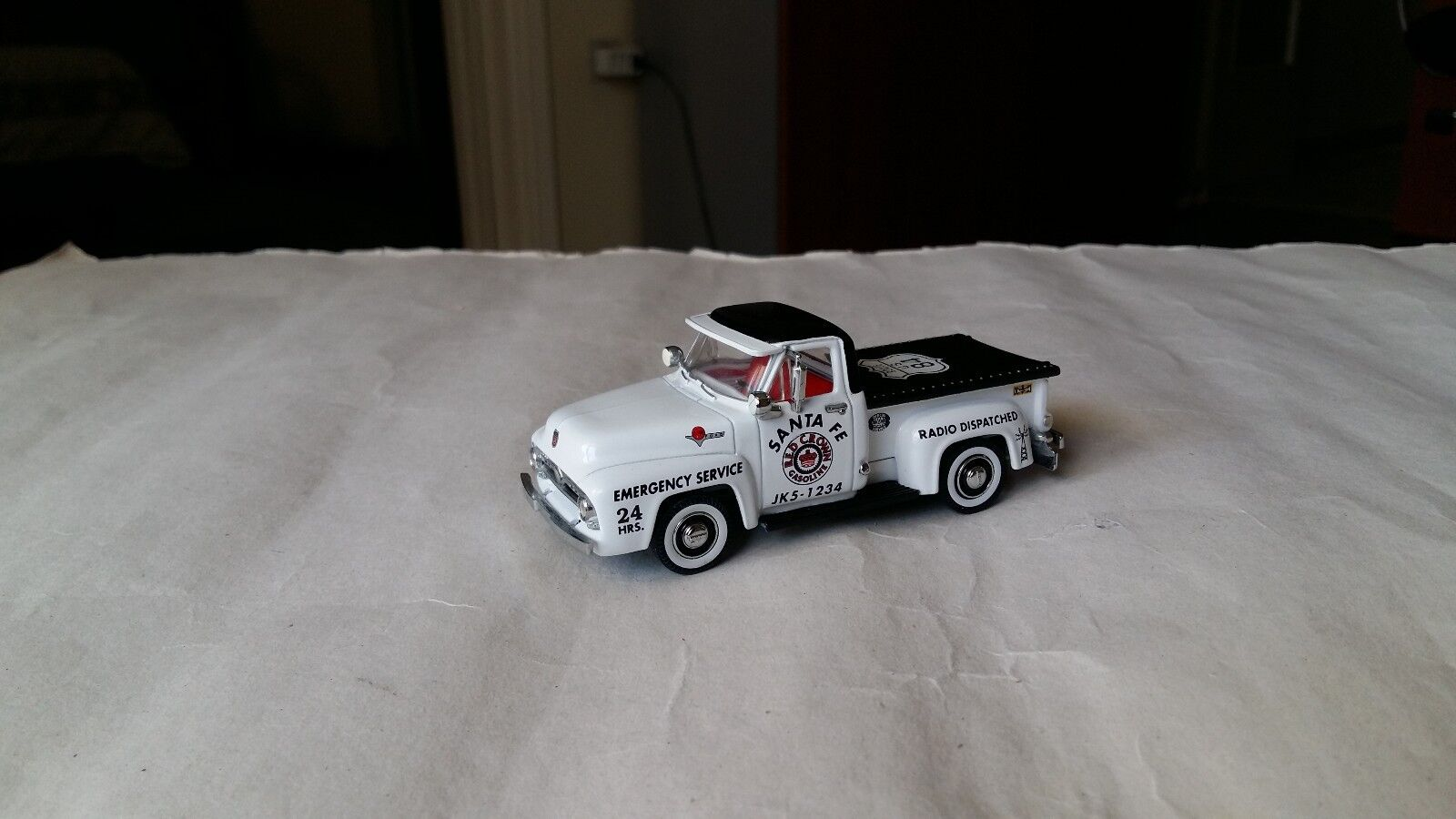 1 43 MATCHBOX COLLECTIBLES 1955 FORD F100 RED CROWN EMERGENCY SERVICE YRS06 B-M
