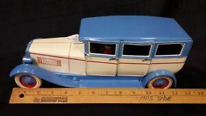 Dussel-Spielwaren-DBS540-tin-limo-like-new-condition-clockwork-toy-car