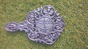 Ornate-cast-iron-trivet-stand-item-TV001