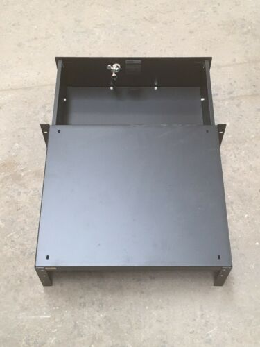 Middle Atlantic D3 3SP Anodized Drawer w// Key Network Server