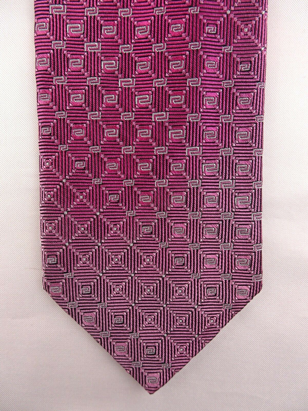 WIE NEU - Krawatte von VERSACE, Pink Silber Schwarz, 100% Seide, Made in Italy
