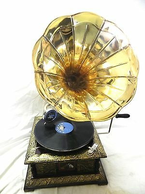 ANTIQUE GRAMOPHONE PHONOGRAPH CRAFTED MACHINE WITH PLAIN BRASS HORN