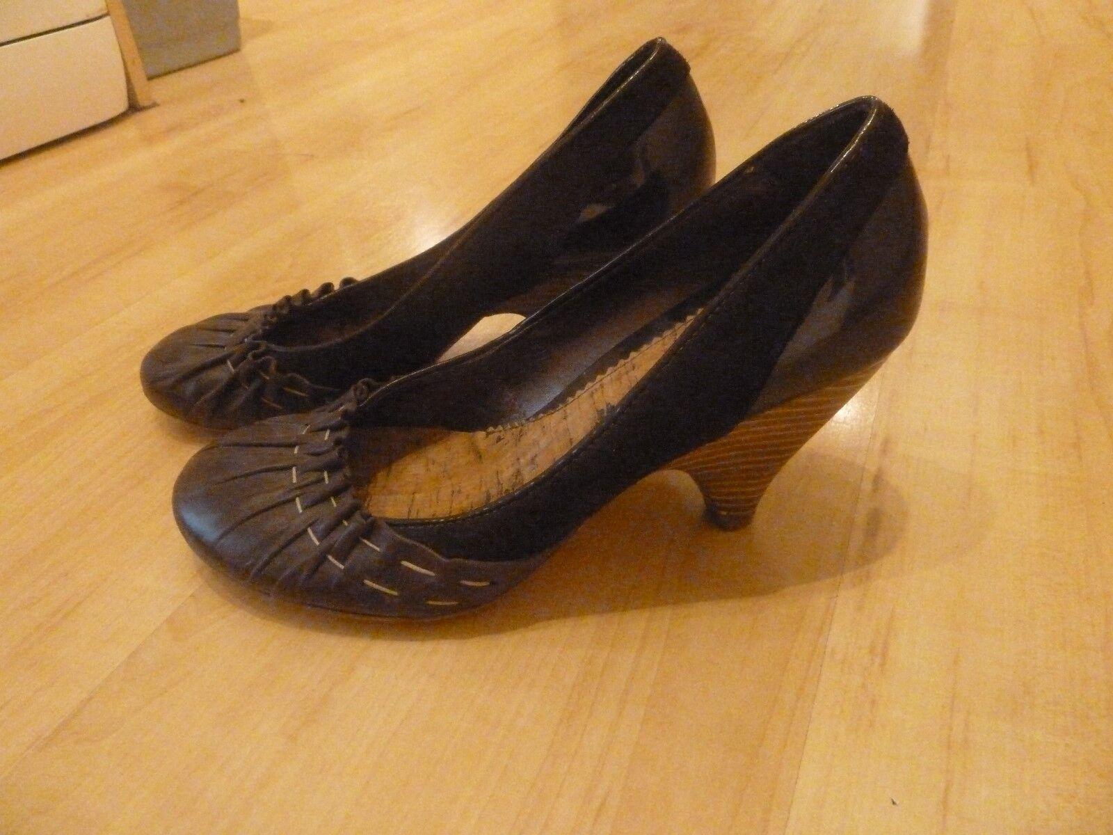 Moda jest prosta i niedroga SMH Shoes Size 5 Used