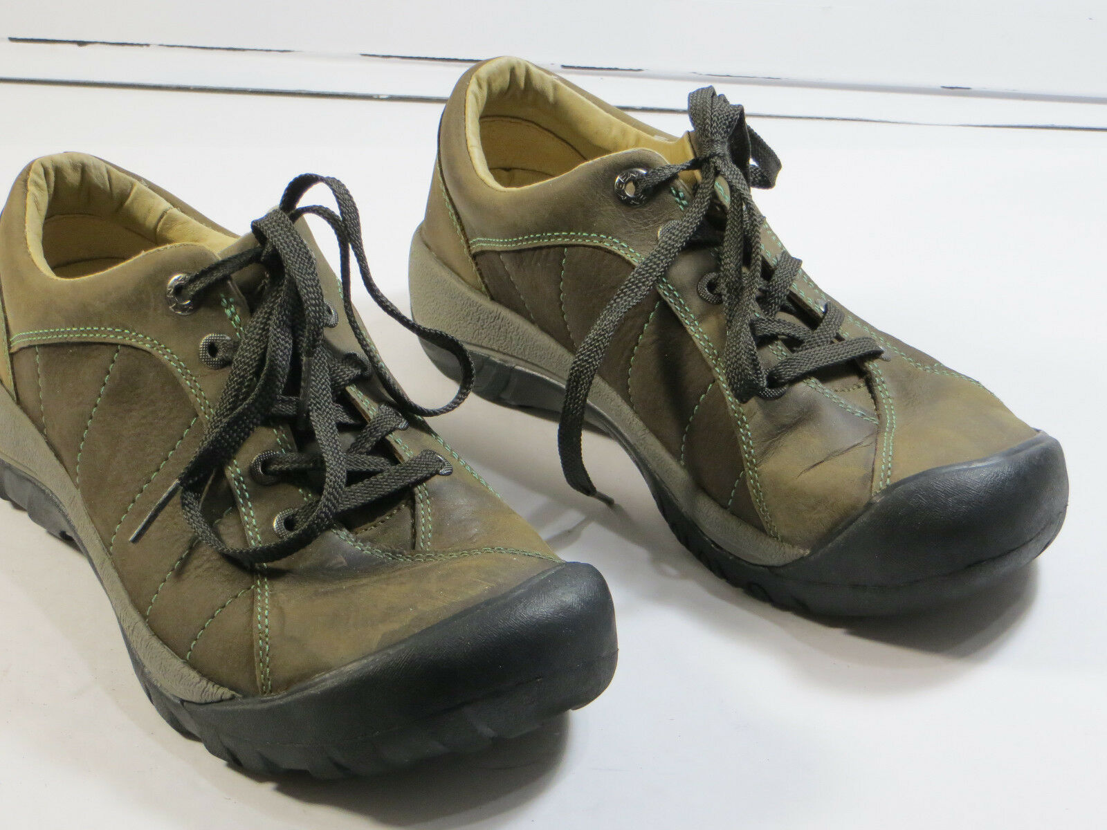 Gr8 cond  Keen Women's fashion sneaker Trail,walk size 7.5 leather,lace up