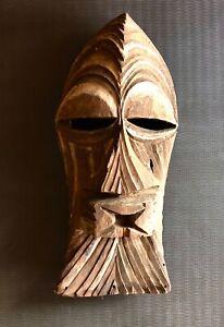 Maschera in legno AFRICANA della zona del Congo intagliata a mano