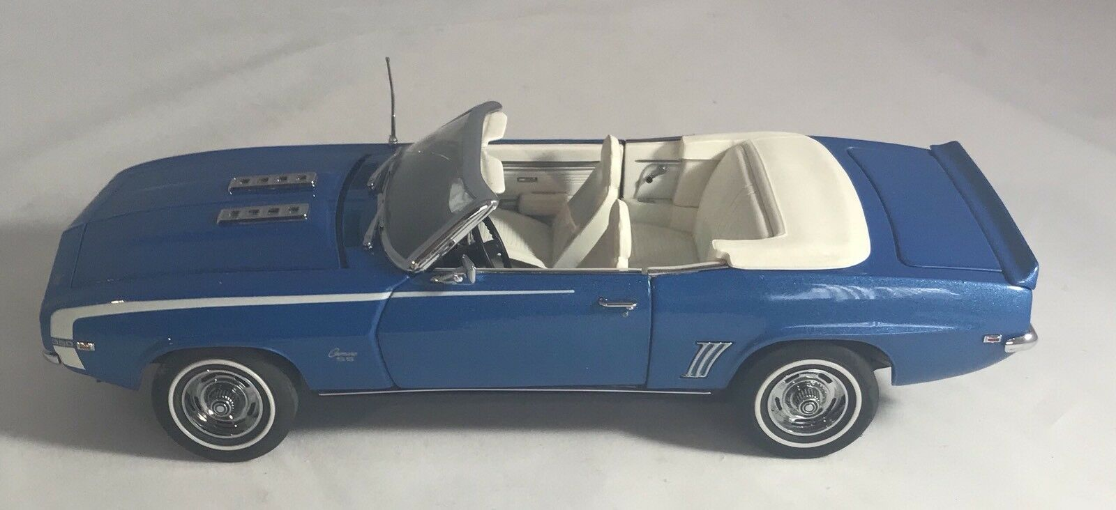 1969 Chevrolet Camaro By Danbury Mint 1:24 DM517