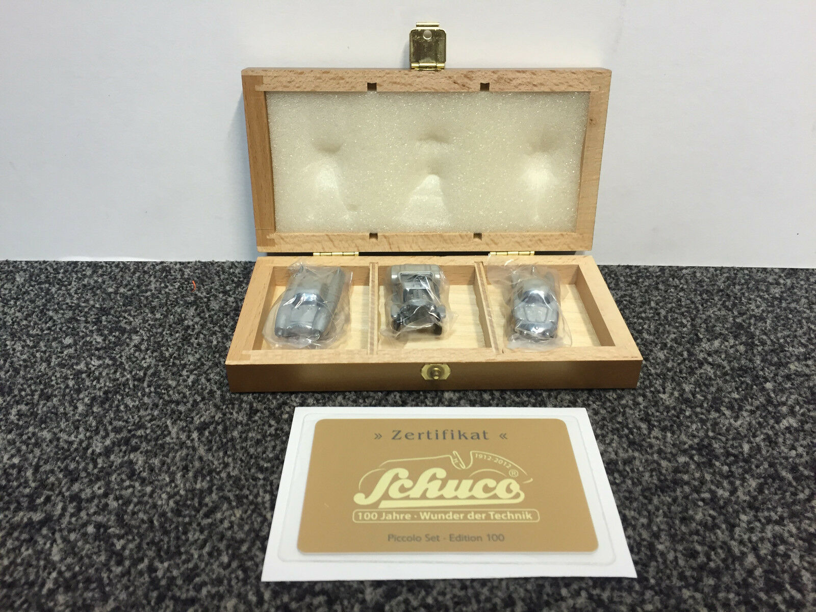Set Edition 100 ans miracle de la technologie Ford piccolo schuco