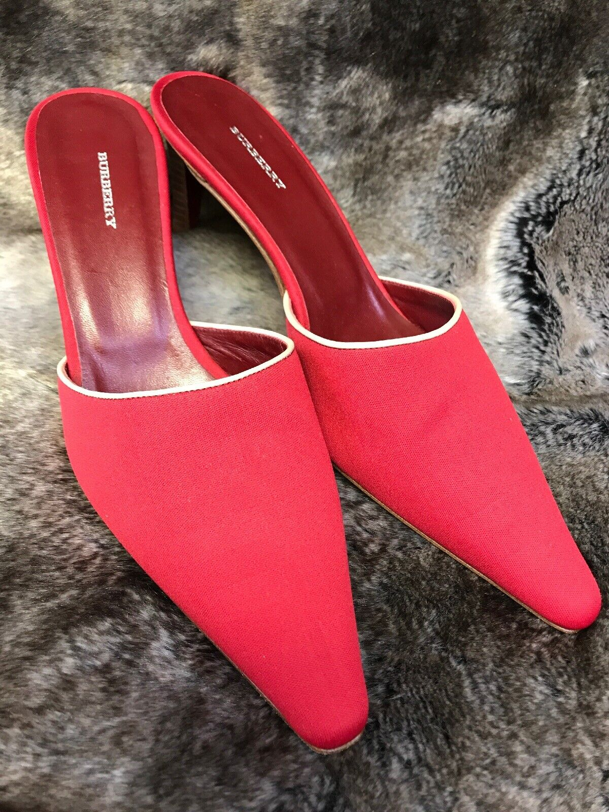 Burberry Heeled Heeled Heeled Slip ons Red Gently Pre owned