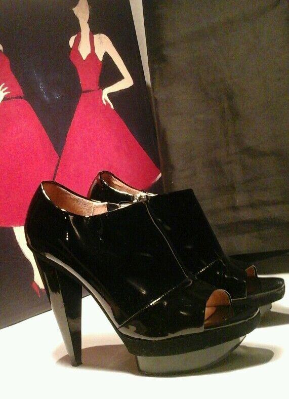 vendita calda POURE POURE POURE La VICTOIRE  Lissa  Buttery soft Patent Leather Heels Dimensione 9M Ret 218  offerta speciale