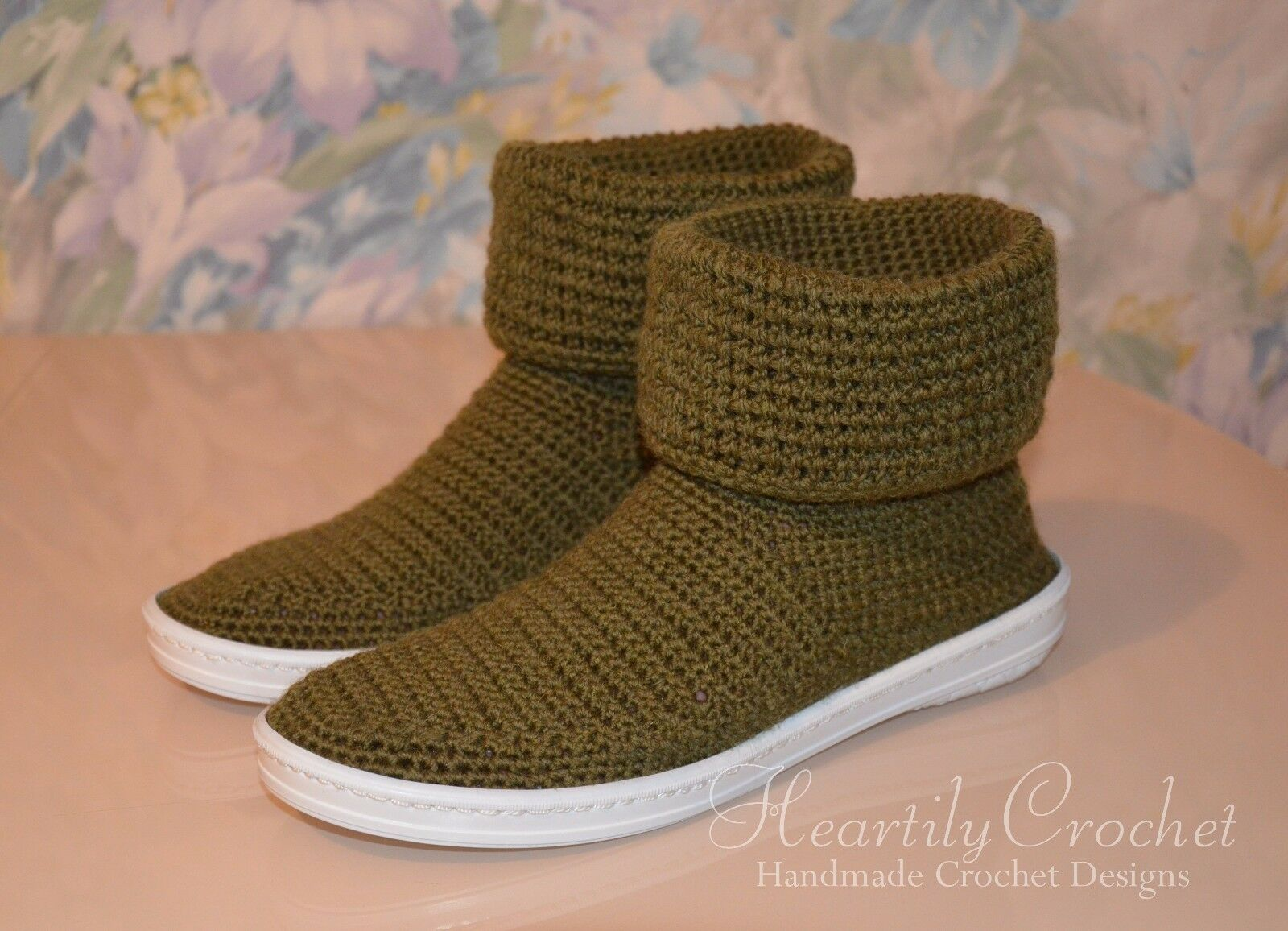 Damens wool crochet boots, handmade house schuhe, crochet slippers, rubber sole
