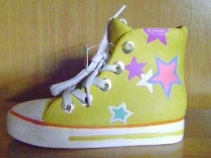 Sur Des T17 Couleur De Basket Jaune En Étoiles Chaussure Tirelire Avec Détails OknwP0