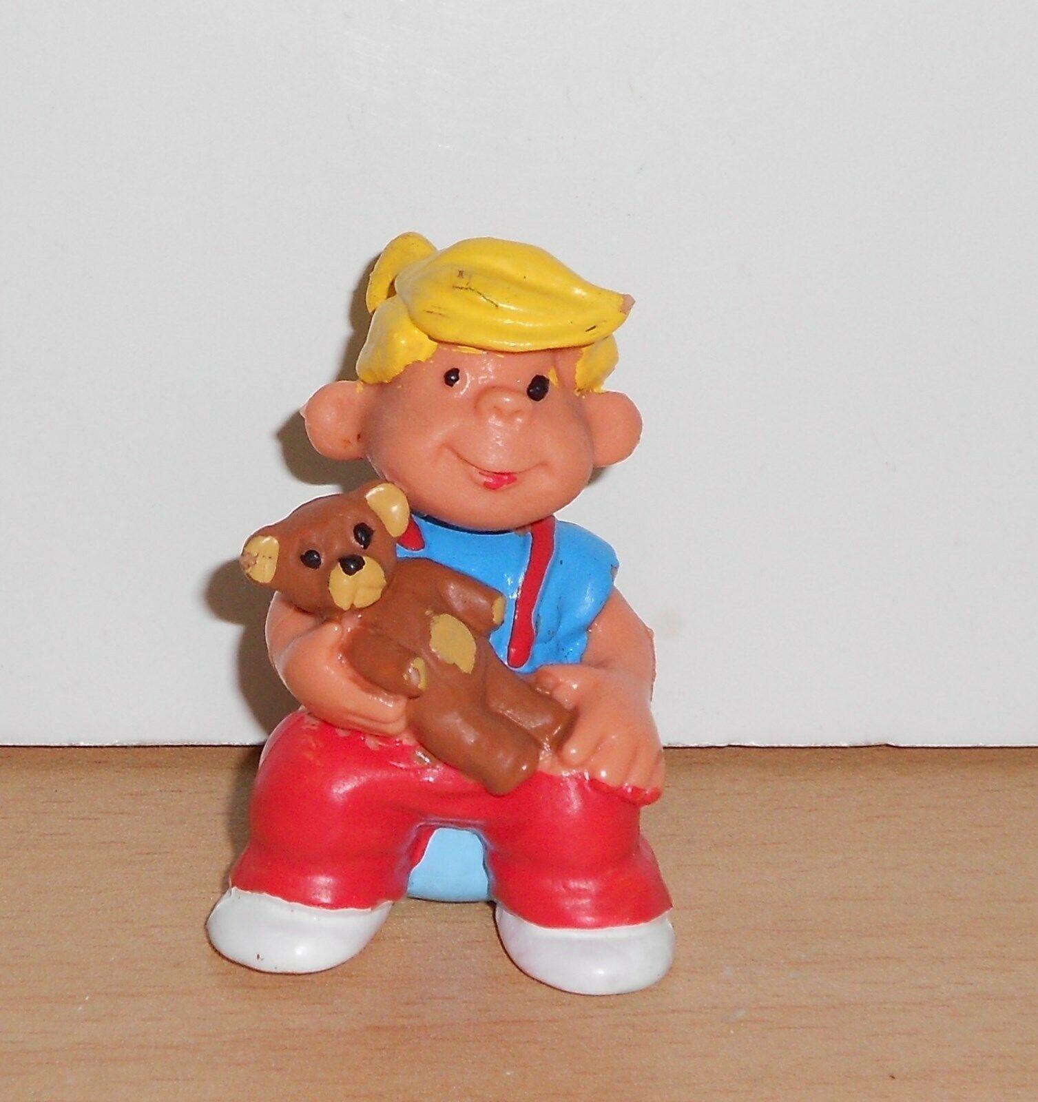 PVC TOY FIGURE Figurine DENNIS THE MENACE - SITTING - 1980's