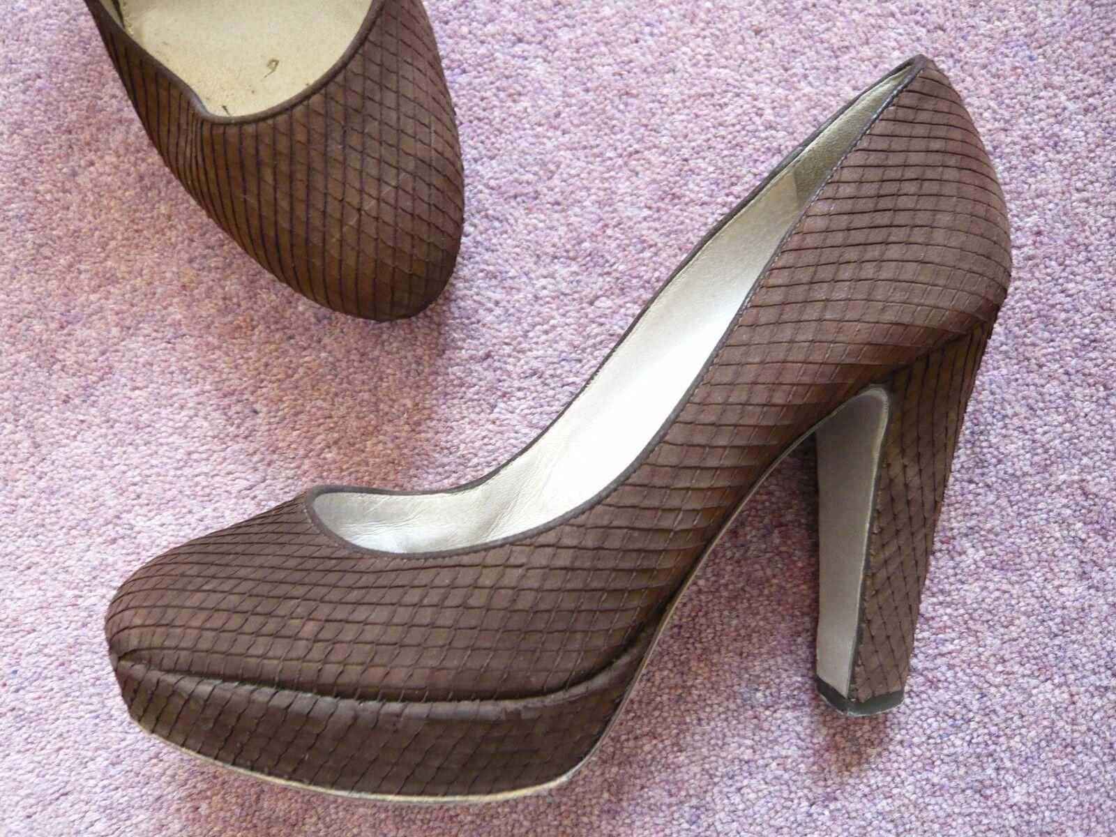 Braun high heel platform court schuhe by Sergio Rossi Excellent condition Größe 3