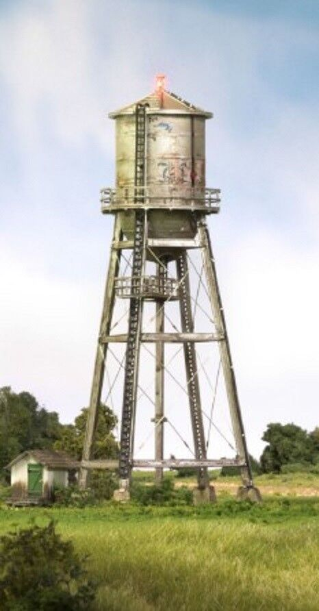 WOODLAND SCENICS  N Built-N-Ready Rustic Water Tower LED Lighted  WOO4954