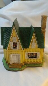 Lefton-THE-BRADLEY-HOUSE-1999-Colonial-Christmas-Village-301-4500-C2