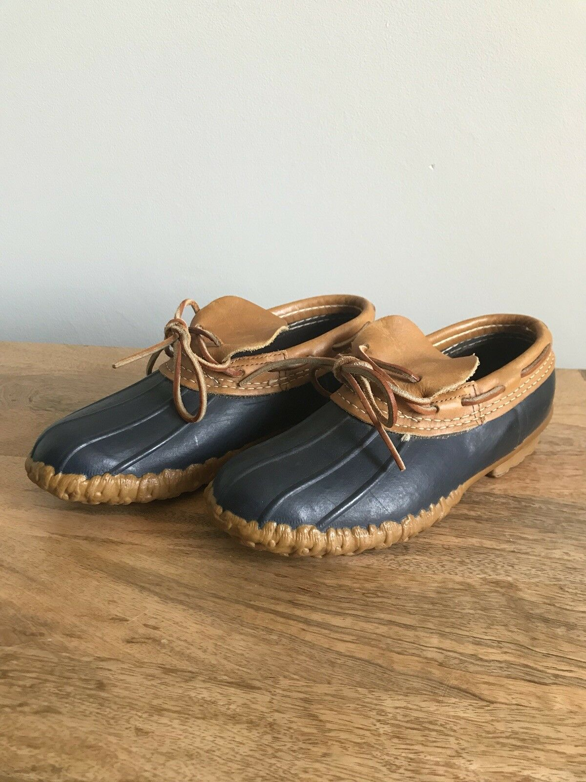 vieni a scegliere il tuo stile sportivo LL Bean Rubber Moc Duck scarpe Vtg Maine Maine Maine Hunting Label Navy Rubber Tan Leather L7  disponibile