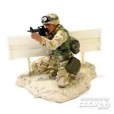 FoV Unimax US Marine PFC Miller Modern Soldier mit Leitplanke 1:32 Fertigmodell