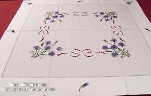 NAPPE-CENTRE-DE-TABLE-BRODE-MAIN-85-cm-x-85-les-BLEUETS