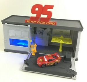 Disney-Pixar-Cars-3-Rusteze-Racing-Center-Quick-Change-Garage-Lights-Sounds-Toy