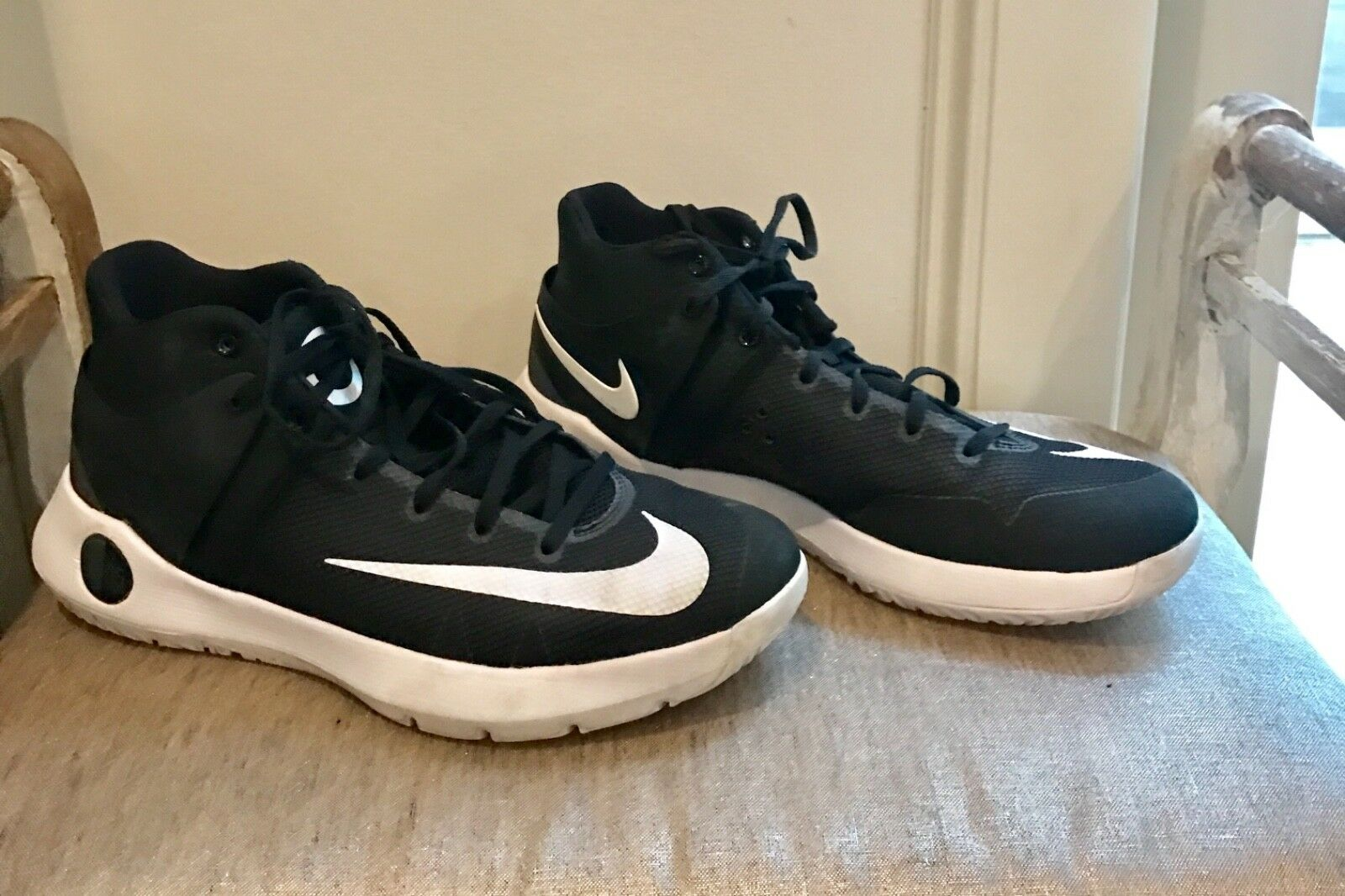 Brand discount Men's KD Nike black and white basketball shoes size 10