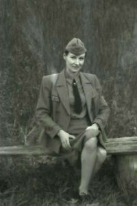 League-German-woman-Nice-officer-wermaht-WW2-War-Photo-034-4-x-6-034-inch