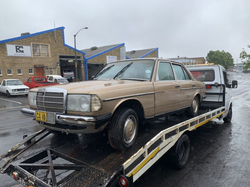 BENZO PARTS NOW STRIPPING: 1986 MERCEDES-BENZ 200 MANUAL W123 SERIES