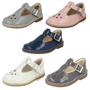 Clarks-Neonato-Bambino-Bambina-Fibbia-Pelle-Verniciata-prima-Scarpe-filato-tessitura