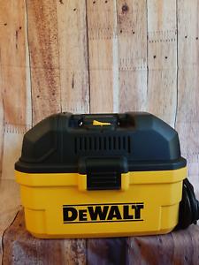 DEWALT 4 GALLON WET/DRY VAC