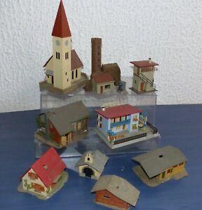 9-Faller-usw-alte-Gebaeude-Stellwerk-Kirche-Burgmauer-Wohnhaeuser-H0