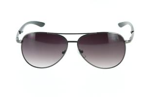 Pochette à lunette. Lunette de soleil fumée pour homme style aviateur