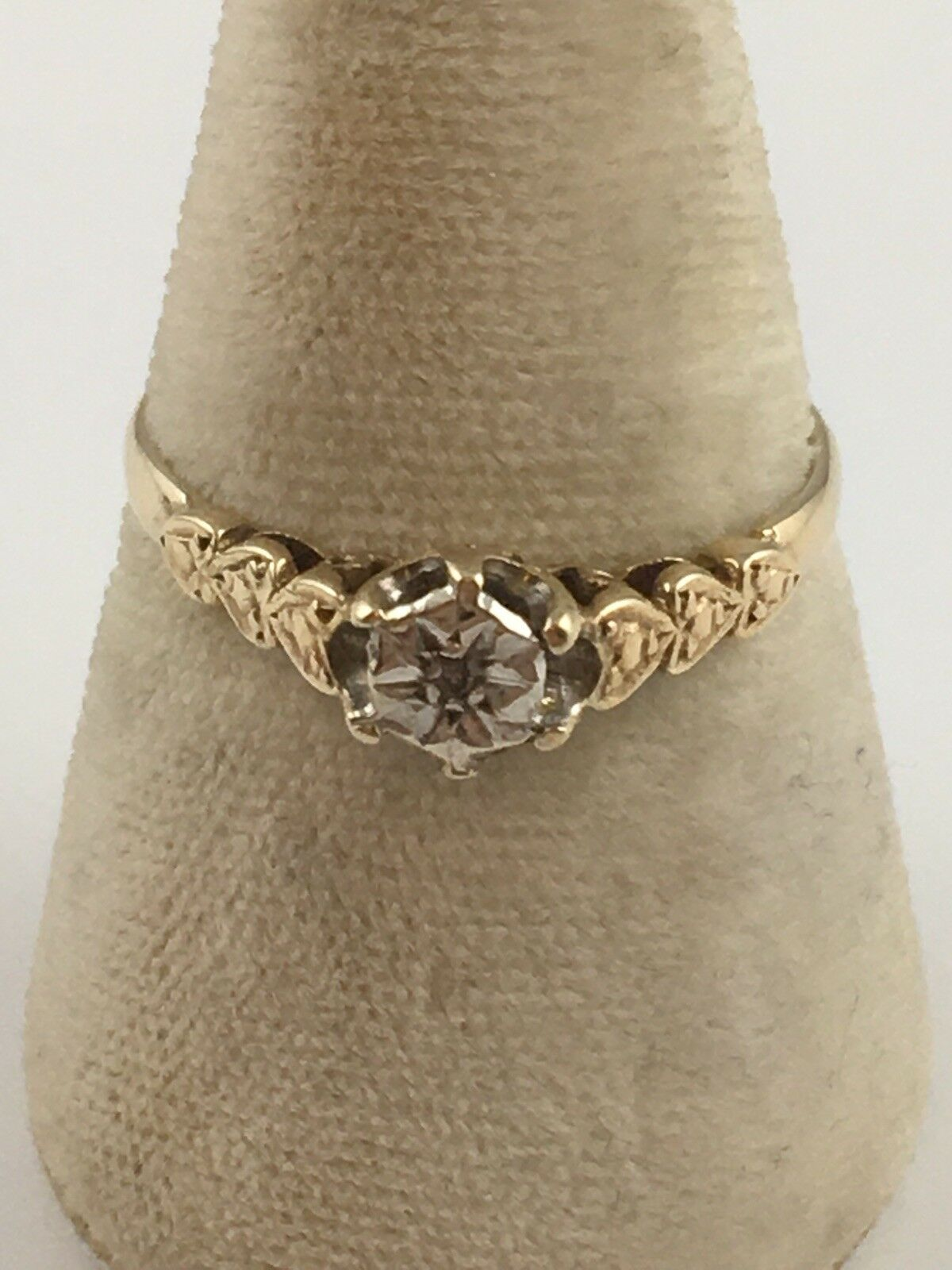 9ct gold Diamond Solitaire Ring. UK Size Q