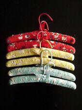 Kleiderbügel Kinder 33 cm gepolstert Baumwolle rot/blau/gelb Hunde f. Gr. 86-140