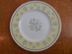 Wedgwood-Yellow-Pimpernel-bone-china-10-3-4-034-dinner-plate-gold-trim-W3865