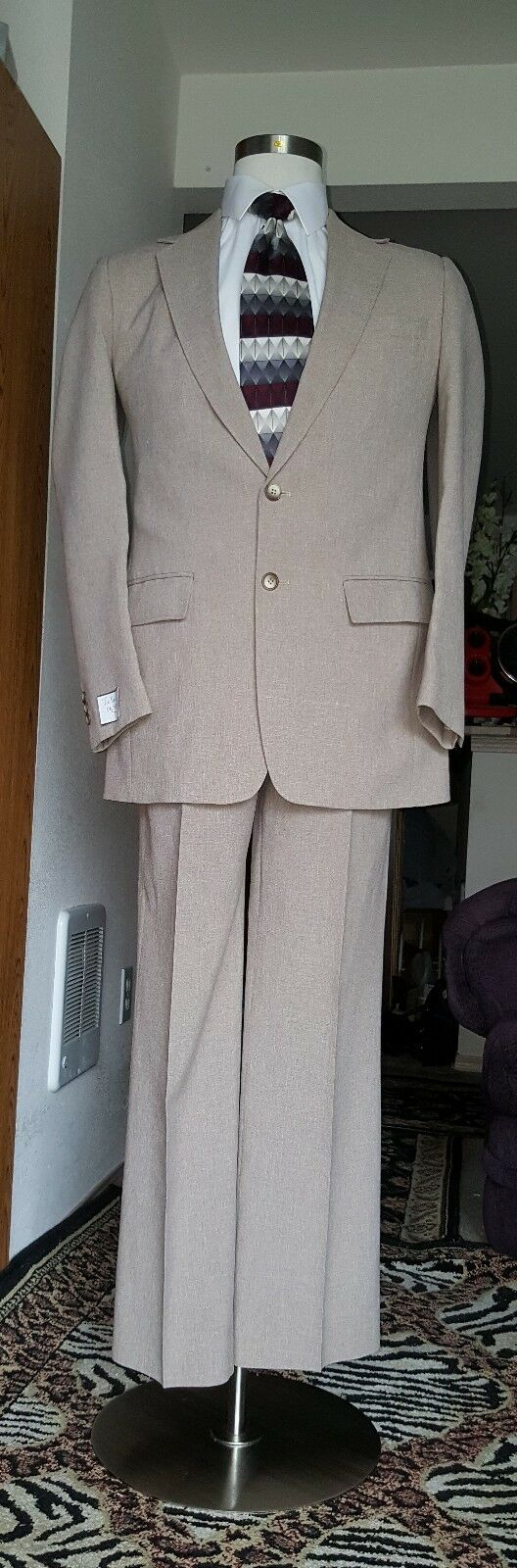 GORGEOUS MEN SUIT BY PERMA PRIEST SIZE 40L