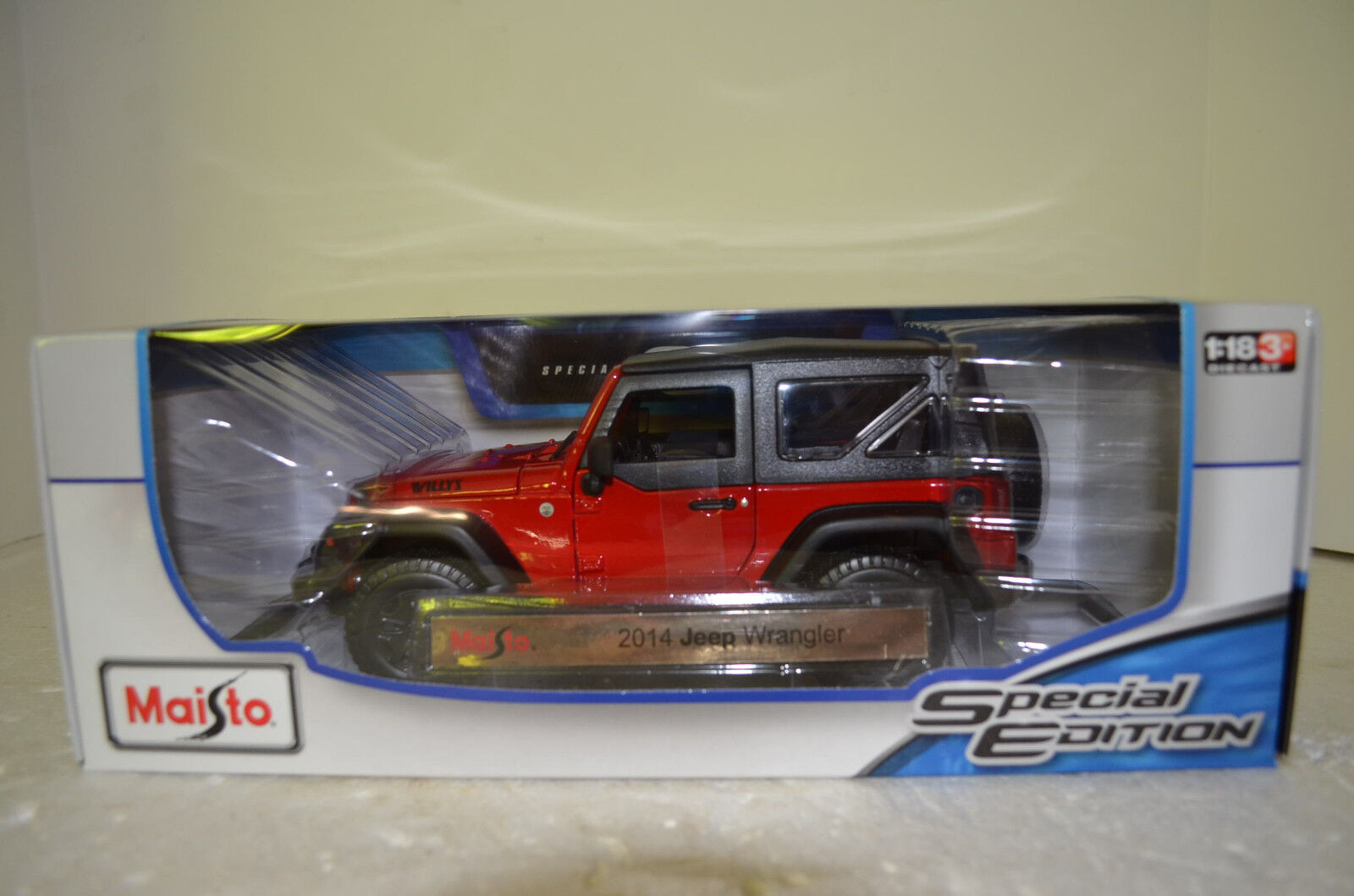 Maisto 2014 Jeep Wrangler Willys Red and Black Special Edition 1 18 Scale