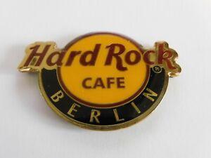 Hard Rock Cafe BERLIN -  Round City Logo - Magnet ( no bottle opener )