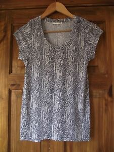 Whistles-navy-and-white-snakeskin-patterned-t-shirt-size-8