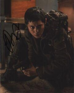 Rosa-Salazar-Maze-Runner-Autographed-Signed-8x10-Photo-COA-J5