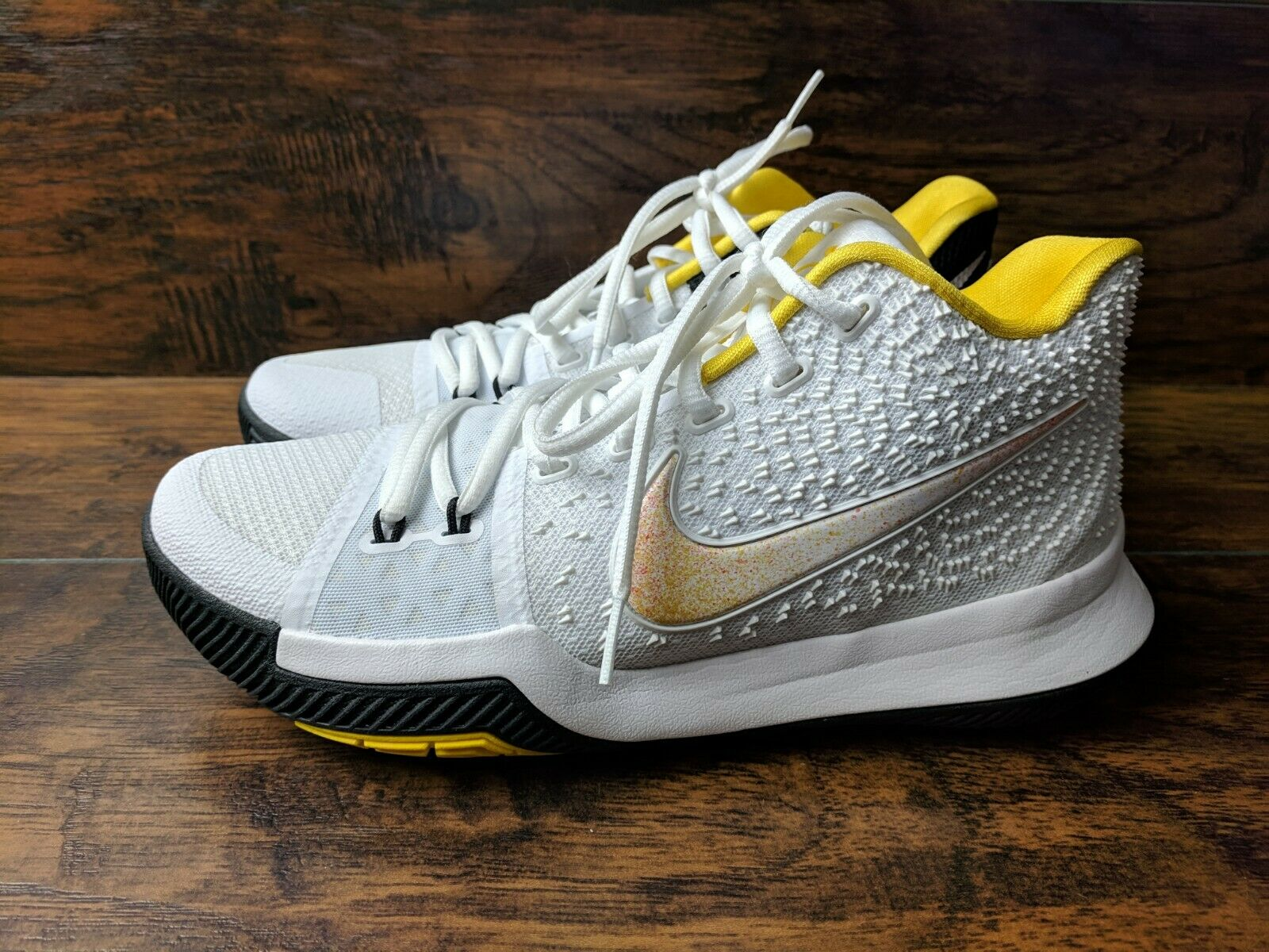 Brand New Nike Kyrie 3 N7 Men's Size 7 Basketball White Yellow Varsity Maize